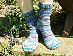 Basic 8ply (DK) boot socks - free pattern and tutorial – Winwick Mum Knitted Socks Free Pattern, Crochet Baby Socks, Knitting Patterns Free, Knitting Socks, Free Knitting, Knit Patterns, Knitting Tutorials, Knitting Machine, Vintage Knitting