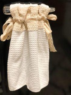 Kitchen Hand Towels, Dish Towels, Hanging Towels, Diy Hanging, Towel Dress, Fabric Glue, Fabric Crafts, Towel Crafts, Decorative Towels