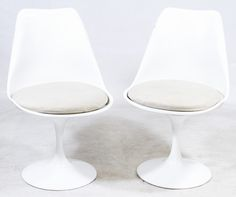Lot 69: Tulip Chairs by Eero Saarinen for Knoll; Matched pair; unmarked
