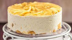 8.9.2014. Syksyn upea omenasato ansaitsee päästä kakkuun.Valmista ihanan raikas omenakakku juhlahetkeen tai leivo se vaikka syksyä juhlistamaan! Reseptistä tulee 8 annosta.