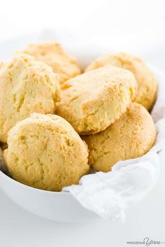 Low Carb Paleo Almond Flour Biscuits Recipe (Gluten-free) - 4 Ingredients This paleo almond flour biscuits recipe requires just 4 common ingredients and 10 minutes prep time! Low carb, gluten-free, and buttery delicious. Almond Flour Biscuits, Almond Flour Recipes, Keto Biscuits, Cookies Et Biscuits, Cream Cookies, Almond Meal, Almond Cookies, Chip Cookies, Healthy Recipes