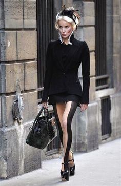 Guinness - Style Icon - Wish I'd had those tights for my last Halloween costume!Daphne Guinness - Style Icon - Wish I'd had those tights for my last Halloween costume! Daphne Guinness, New York Fashion, High Fashion, Fashion Beauty, Womens Fashion, Couture Mode, Couture Fashion, Style Icons, Diana