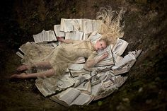 Art-Spire, Source d'inspiration artistique / Mind-blowing conceptual photos by Kirsty Mitchell Kirsty Mitchell Wonderland, Alice In Wonderland, Foto Fantasy, Modern Metropolis, Illustrations, Fine Art Photography, Fashion Photography, Concept Photography, Fantasy Photography