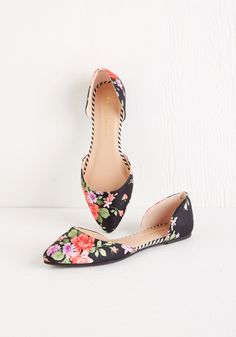 Pretty Promenade Flat. You'd rather take the scenic route, for it means more time to parade around in these fabric-covered flats! #black #modcloth