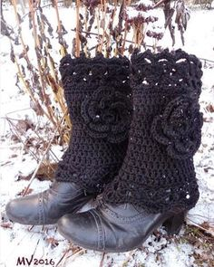 Crochet ankle warmers #pitsikukkanilkkurit #wool #crochetlace #crochetflower #blackyarn by mianvirkkuut