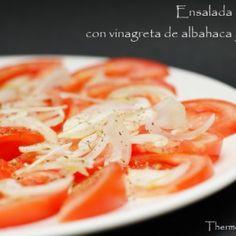 Vista previa del artículo Ensalada de tomate con cebolleta y vinagreta de albahaca y orégano