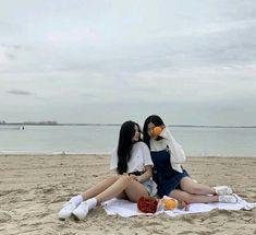 Mode Ulzzang, Ulzzang Korean Girl, Ulzzang Couple, Couple Aesthetic, Aesthetic People, Foto Best Friend, Korean Best Friends, Cute Lesbian Couples, Girl Friendship