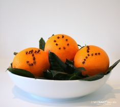 Add the sweet smell of citrus to your room with DIY Orange Clove Pomanders