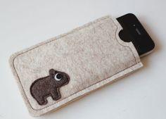 Handytaschen - SmartphoneHülle - Karl der kleine Wombat - ein Designerstück von Catmade bei DaWanda