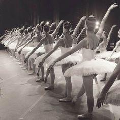 Le projet Soul In Feet de la photographe et danseuse de ballet russe Darian Volkova, basée àSaint-Pétersbourg, quidocumente sa vie quotidienne à travers
