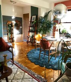 Dream Apartment, Apartment Design, Apartment Living, Apartment Therapy, Rugs In Living Room, Living Room Decor, Room Rugs, Cozy House, My Dream Home