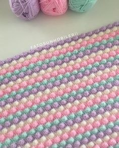 Crochet Knitted Baby Blanket Making Crochet Bobble Blanket, Crochet Blanket Patterns, Baby Knitting Patterns, Fluffy Blankets, Knitted Baby Blankets, Manta Crochet, Crochet Baby, Diy Crafts Knitting, Plaid