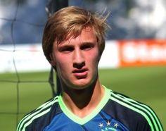 Robert van Koesveld vertrekt naar SC Heerenveen, zo meldt Hans Vonk, technisch directeur van Heerenveen, aan FOX Sports. De verdediger die zijn wedstrijden dit seizoen afwerkte in de Jupiler League met Jong Ajax tekent een contract voor 2,5 jaar met een optie voor nog een seizoen.