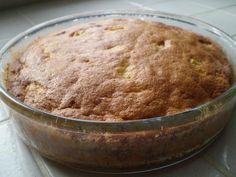 - 100 grammes de sucre - 3 oeufs - 90 grammes de beurre ramolli - 80 grammes de farine - 1/2 sachet de levure chimique - un sachet de sucre vanillé - 3 grosses pommes (ou 4 petites), type Royal Gala - un peu d'huile pour le plat
