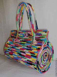 Plastic Canvas Bag Models - Bags and Purses 👜 Crochet Handbags, Crochet Purses, Crochet Bags, Free Crochet, Freeform Crochet, Tapestry Crochet, Handmade Handbags, Handmade Bags, Crochet Shell Stitch