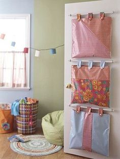 Hanging Door Storage Bags - Inspiration : pillowcases altered for light weight . - Hanging Door Storage Bags – Inspiration : pillowcases altered for light weight organization (the - Creative Toy Storage, Smart Storage, Sewing Projects, Craft Projects, Kids Crafts, Coin Couture, Ideas Para Organizar, Hanging Storage, Diy Hanging