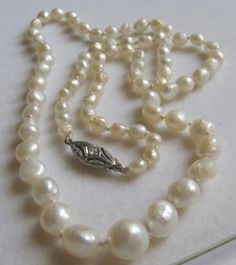 Antique+Graduated+Natural+Mississippi+Freshwater+Pearl+Necklace:+Type+of+pearl:+Natural+Freshwater+++Carat+Weight:+Total+weight+10.9+grams+(54.5+carats)+++Shape:+Off-round+to+Baroque+++Size+in+mm:+From+3mm+x+4mm,+to