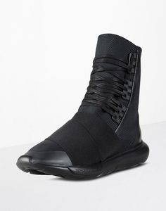 The silhouette that started it all, the silhouette that put Y-3 and as a result also adidas back on the map in a big way, the Y-3 Qasa returns for Fall/Winter 2016 in a new high-rise boot version. The sneaker has been given an interesting technical fabric upper, elastic over the front of the foot …