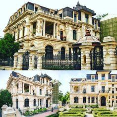O frumoasă și grandioasă casă boierească cu alură de palat, se înalță impetuos pe strada Nicolae Iorga, la intersecția cu Calea Victoriei. Clădirea, ce avea să se numească Casa Grădișteanu (și mai târziu Palatul Grădișteanu-Ghica), a început a fi construită în anul 1884, după planurile arhitectului francez Jean Berthet. Este construită într-un stil eclectic cu elemente renascentiste, având fațade bogat ornamentate, scări monumentale si tavane cu stucaturi și vitralii. Palate, Romania Travel, Beautiful Stories, Bucharest, Mansions, House Styles, Amazing, Vintage, Home Decor