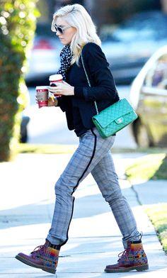 Gwen Stefani with an emerald Chanel purse - Always think her style rocks !! SarahJM