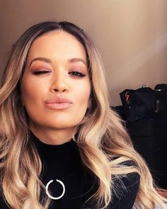 (Visita il nostro sito templedusavoir.org) Eyeshadow Step By Step, Kissy Face, Curly Pixie, Shaved Sides, Rita Ora, Female Singers, Oras, Wow Products, Celebs