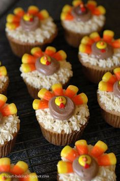 Yummy Thanksgiving cupcakes turkey with candy corn