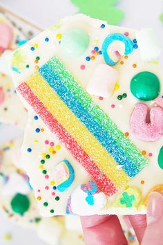 Make this festive St. Patrick's Day Bark and share the mystical legend of the Leprechaun with your kids. Their eyes will grow big with wonderment! Mint Chocolate Candy, Melting Chocolate, White Chocolate, Lucky Charms Marshmallows, Lucky Charms Cereal, Rainbow Candy, Pot Of Gold, Gummy Bears, Leprechaun