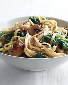 Spinach and Mushroom Lo Mein Recipe  Ingredients   2 ounces lo mein noodles   2 teaspoons vegetable oil  1 cup cremini or button mushrooms, trimmed,   halved if large scallion, thinly sliced  1 tablespoon minced peeled fresh ginger  1 garlic clove, minced  3 cups tightly packed spinach leaves (4 ounces), torn   2 teaspoons soy sauce  1 teaspoon toasted sesame oil