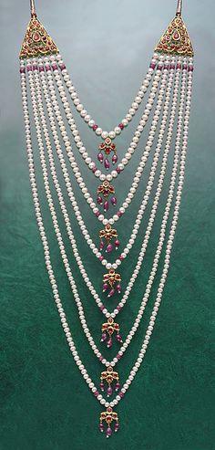 Bridal Jewelry Satlada Satlada is a longish Haar with seven strings of pearls hanging neatly one below the other. - Satlada is a longish Haar with seven strings of pearls hanging neatly one below the other. Pearl Jewelry, Indian Jewelry, Wedding Jewelry, Beaded Jewelry, Handmade Jewelry, Jewelry Necklaces, Beaded Necklace, Necklace Ideas, Chain Jewelry