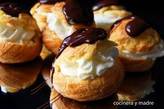 Receta paso a paso para preparar de forma sencilla unos delicioso profiteroles caseros de nata y chocolate, unos bocados dulces, sabrosos e irresistibles