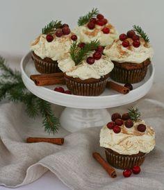 Baking of...: Mausteiset puolukkamuffinit