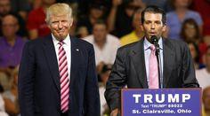 Donald Trump Jr. presenta a su padre, el presidente de EE UU, en un evento.