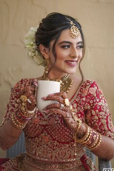 Bridal Hairstyle Indian Wedding, Indian Bridal Photos, Indian Wedding Bride, Indian Bridal Hairstyles, Indian Bridal Makeup, Indian Bridal Outfits, Indian Bridal Fashion, Indian Bridal Wear, Indian Bride Hair