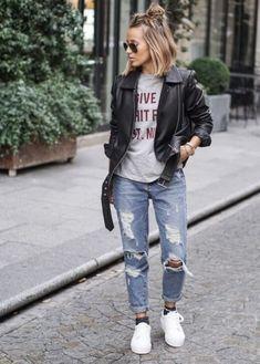 calça cropped com jaqueta de couro