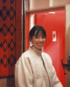 An unpublished photo of Shelley Duvall standing outside the red bathroom set of The Shining Stanley Kubrick, Scary Movies, Good Movies, Here's Johnny, The Shining, Horror Films, Film Stills, Movie Theater, Pretty People