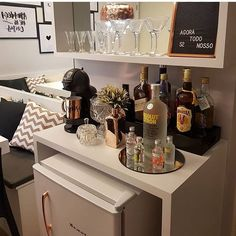 Home Bar buffet Home Bar Decor, Bar Cart Decor, Bar Cart Styling, Drink Bar, Bar Drinks, Bar Interior, Cafe Bar, Bandeja Bar, Bar Sala