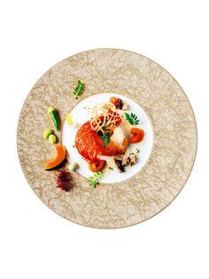ザ・リッツ・カールトン東京 (The Ritz-Carlton, Tokyo) 「伊勢海老のポアレ 浅葱、蝦夷アワビと雲丹の潮ソース キャベツのブレゼと彩り野菜の スティーム」