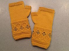 Knitting Pattern Name: Queen's Crown Mitts Free Pattern by: Becky Greene