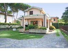Lucca, Vacation Rentals, Villas, Tuscany, Aurora, Mansions, Stylish, House Styles, Simple