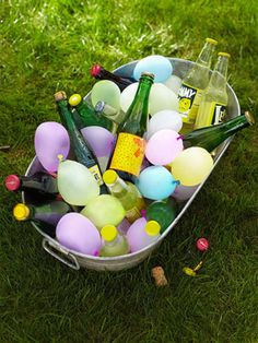 50 Must-Know Party Tips from the Pros - Water Balloons - Ideas of Water Balloons - Whether you're hosting a summer barbecue or holiday gift exchange we've got 50 fun and fabulous ideas that'll guarantee your party will be a night guests will never forget! Soirée Bbq, Summer Barbecue, Bbq Grill, Backyard Barbeque Party, Party Hacks, Ideas Party, Garden Parties, Outdoor Parties, Party Garden