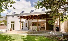 """Képtalálat a következőre: """"cape vernacular architecture"""" Vernacular Architecture, Residential Architecture, Modern Architecture, Modern Farmhouse Exterior, Farmhouse Plans, Interior Barn Doors, Interior And Exterior, Facade Design, House Design"""