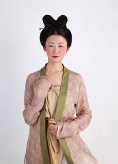 Women Outfit of the Southern Song Dynasty (1127-1279)