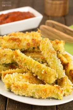 zucchini recipes Crunchy Oven-Fried Zucchini Sticks: These oven-fried zucchini sticks are coated in a combination of panko crumbs and grated Parmesan cheese and baked in a hot oven until crispy and golden. Parmesan Zucchini Chips, Fried Zucchini Sticks, Oven Fried Zucchini, Fried Zucchini Recipes, Bake Zucchini, Healthy Recipes, Baking Recipes, Vegetarian Recipes, Healthy Zucchini