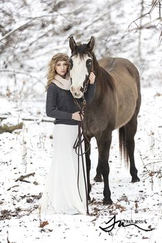 Senior Picture Ideas for Girls | with Horse in Snow