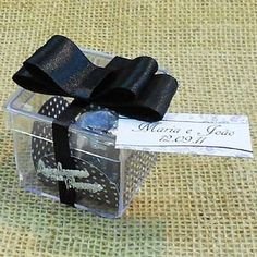 Lembrancinha de Casamento Caixa de Acrílico Decorada e com bombom! $5.90