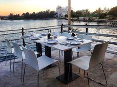 A pesar de ser una ciudad junto al mar, La Habana tiene muy pocos lugares para comer con vistas a la bahía y al azul del océano. El Rio Mar cuenta con una agradable terraza con vistas privilegiadas a la desembocadura del rio Almendares en el mar, uno de los paisajes más fascinantes de La Habana.