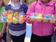 Easter Eggs with candy inside on cupcakes. Now, why didn't I think of that!