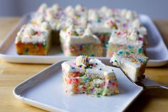 The happiest cake I know how to make, all butter, sugar, vanilla, and confetti: party sized or sheet cake. From Smitten kitchen. One bowl simple cake using 2 egg whites and simple frosting. Yields one cake or round. Funfetti Kuchen, Funfetti Cake, Sweet Recipes, Cake Recipes, Dessert Recipes, Frosting Recipes, Bread Recipes, Smitten Kitchen Pie Crust, Köstliche Desserts