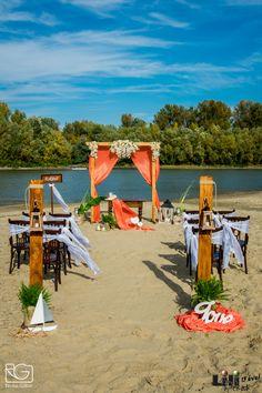 Már csak egy lenge  fehér menyasszonyi ruha kell az arára- és kezdődhet a tengerparti esküvő! Table Decorations, Beach, Wedding, Home Decor, Valentines Day Weddings, Decoration Home, The Beach, Room Decor, Beaches