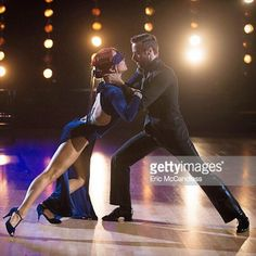 #21 - Can't help it ... this pose is so beautiful that I feel the urge to share it ... James & Sharna - Argentine Tango - Santa Maria (del Buen Ayre) by Gotan Project. The toughest Semi Finals in DWTS history / 15.11.2016 #dwts #dwts23 #dwtsseason23 #dwtstour #dwtssemifinals #ballroomdance #dancer #jive #tango #argentinetango #salsa #samba #choreographer #rumba #quickstep #latinballroomdance Picture credit : @gettyimages @dancingabc